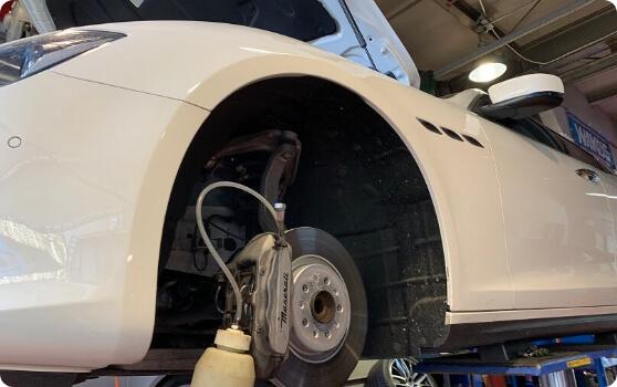 マセラッティ マセラティ ギブリの車検整備・ブレーキフルードの交換について