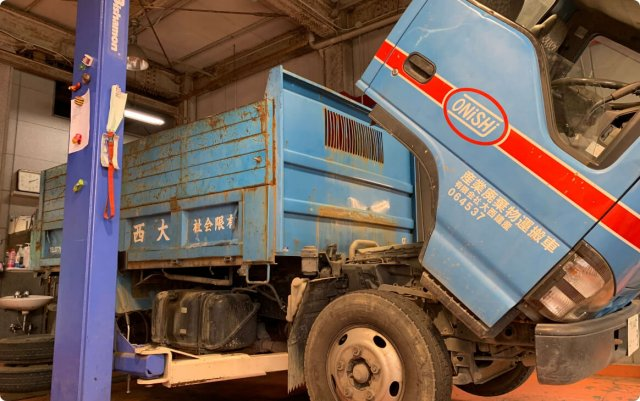 エルフ 3tダンプのドラムブレーキブレーキ漏れの修理について