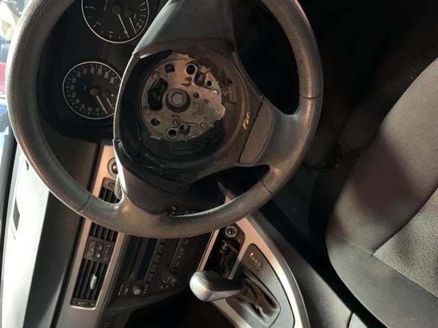 BMW 320i 修理